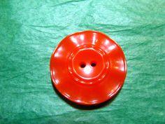 """1 - 1&1/16"""" DECORATIVE EDGE COLT? ORANGE PLASTIC 2-HOLE BUTTON-VINTAGE Lot#NL291"""