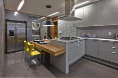LA25: Casas modernas por David Guerra Arquitetura e Interiores