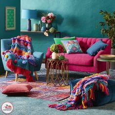 Pierde el miedo a mezclar colores. ¡Inspírate en el folklor Mexicano! ⭐️ Si quieres asesoría para comprar o remodelar tu hogar, llámanos y elige un plan a tu medida. ⭐️Visita nuestra página: https://goo.gl/ayNWUD ☎️ 5279-9999 #decoracion #casa #sala #hogar #sillon #cojines #estilomexicano #estilo #interiordesign #decor #remodelacion #finanzas #tucasaexpress