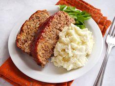 How to Make Meatloaf -- Enjoy Meatloaf Recipes, Beef Recipes, Cooking Recipes, Easy Delicious Recipes, Yummy Food, Leftover Meatloaf, Meatloaf Glaze, How To Make Meatloaf, Confort Food