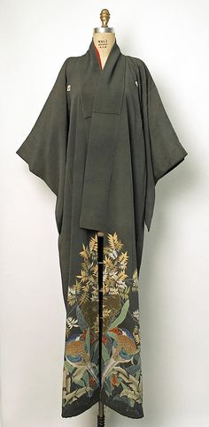 thekimonogallery:    Silk kimono. Early 20th century (1900-1910). MET Museum (Gift of Miss Irene Lewisohn and Mrs. Alice Lewisohn Crowley, 1946)