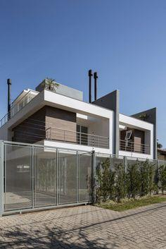 Navegue por fotos de Casas modernas: Condomínio Caeté. Veja fotos com as melhores ideias e inspirações para criar uma casa perfeita.