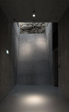 Image 10 of 20 from gallery of New Visitor Entrance, Benedictine Archabbey Of Pannonhalma / CZITA Architects. Photograph by Tamás Czigány Minimalist Architecture, Minimalist Interior, Contemporary Architecture, Shadow Architecture, Interior Architecture, Japan Interior, Garage Lighting, Futuristic Design, Design Museum