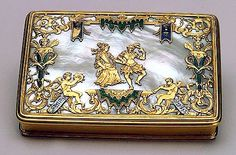 Snuffbox    Early 18th century    Unknown craftsman    France    Gold, mother-of-pearl and enamel; chased, polished and painted