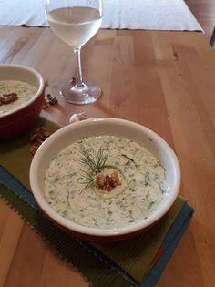 Tarator (bolgár uborkaleves) Izu, Cheeseburger Chowder, Food, Eten, Meals, Diet