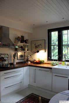 työvalo,jieldé-lamppu,keittiö,keittiön tasot,valkoinen,puu,keittiön pikkutavarat