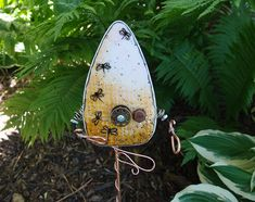 Precious Tips for Outdoor Gardens In general, almost half of the houses in the world… Glass Butterfly, Glass Flowers, Bullseye Glass, Garden Whimsy, Cactus Decor, Garden Stakes, Fused Glass Art, Glass Garden, Yard Art