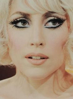 Eyes and nose Lady Gaga i want to recreate this look soon! Sin City 2, Beauty Makeup, Hair Makeup, Hair Beauty, Eye Makeup, Lady Gaga Makeup, Mtv, Divas, Lady Gaga Pictures
