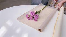 Wrap Flowers In Paper, Boquette Flowers, Flower Wrap, Flower Box Gift, How To Wrap Flowers, Flower Bouquet Diy, Bouquet Wrap, Gift Bouquet, Diy Wedding Flowers
