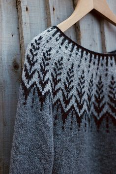 Gorgeous contemporary yolk-neck sweater in shades of gray with black accents on Ravelry: Project Gallery for Vintersol pattern by Jennifer Steingass Knitting Designs, Knitting Stitches, Hand Knitting, Knitting Patterns, Crochet Patterns, Sweater Patterns, Yarn Projects, Knitting Projects, Crochet Projects