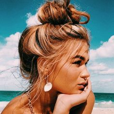 Fashion Selection Everyday fashion inspiration For more visit Jo Messy Hairstyles, Pretty Hairstyles, Black Hairstyle, Hairstyle Ideas, Short Hairstyle, Fantasy Hairstyles, Fringe Hairstyle, Korean Hairstyles, Fashion Hairstyles