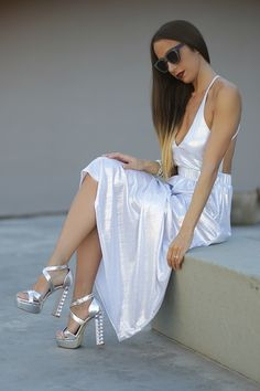 Metallic trend - Metal - Silver dress and silver heels #ootd #outfit #fashionblogger