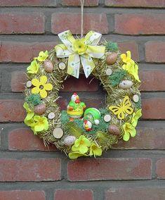 **Türkranz Ostern Hühner** Ein handgebundener Heukranz wurde dekoriert mit: 2 kleine Keramikhühner künstliche Eier künstliche Blüten textile Holzdeko in gelb Islandmoos kleine...