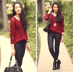 American eagle knitted sweater and black leggings. Set with a beanie and a gold tribal necklace.