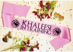 This Game Of Thrones themed sash is a very creative way of letting everybody in the seven kingdoms know that you are a Khaleesi In Training. Whether your the mother of dragons or the breaker of chains these sashes a brilliant and creative way of annoucing Game Of Thrones Khaleesi, Dear Future Husband, Get Baby, Mother Of Dragons, Sash, Baby Shower, Creative, Party, Nerd