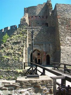 Helfštýn castle entrance (North Moravia) Czechia #castles #ruins #Czechia Prague, Castle Pictures, Heart Of Europe, Historical Monuments, Armors, Palaces, Czech Republic, Medieval, Beautiful Places