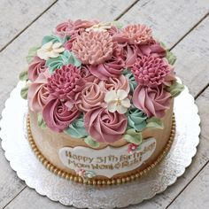 We mature with the damage. Cupcake Cakes, Cupcakes, Buttercream Flower Cake, Gold Cake, Cake Shop, Edible Flowers, Custom Cakes, Let Them Eat Cake, Yummy Cakes