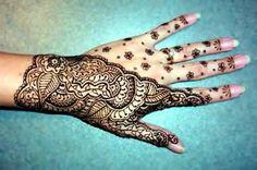 I am a big henna fan. this looks like henna and is very beautiful Henna Tattoo Hand, Cool Henna Tattoos, Tribal Tattoos, Hand Tattoos, Finger Tattoos, Body Art Tattoos, Henna Art, Tatoos, Lace Tattoo