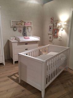 babybett rund sch nes babyzimmer blaue farbe rundes. Black Bedroom Furniture Sets. Home Design Ideas