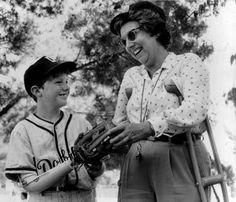 Jean Stapleton Damn Yankees | RIP Jean Stapleton: Everyone's Favorite 'Dingbat' & More | The Scott ...