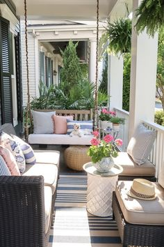 Front Porch Decorating: 6 Unique Ideas for Summer Sharing 6 unique ways to update your small front porch and maximize seating just in time for summer.Sharing 6 unique ways to update your small front porch and maximize seating just in time for summer. Front Porch Seating, Small Front Porches, Front Porch Furniture, Outdoor Furniture Sets, Outdoor Decor, Rustic Furniture, Antique Furniture, Furniture Ideas, Modern Furniture