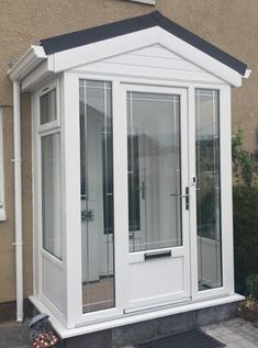 Scotland's top uPVC Porches available at extremely competitive prices. Affordable, long lasting uPVC Porches from Enviro look great on any home. Front Door Porch, Porch Doors, Front Porch Design, Back Doors, Upvc Porches, Sas Entree, Enclosed Front Porches, Glass Porch, Porch Enclosures