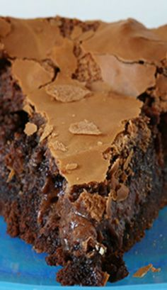 Enjoying a rich, chocolate, ooey-gooey cake has never been easier! This semi-hom… Enjoying a rich, chocolate, ooey-gooey cake has never been easier! This semi-homemade recipe was handed down from a very wise & frugal Grandma! Sweet Recipes, Cake Recipes, Dessert Recipes, Food Cakes, Cupcake Cakes, Just Desserts, Delicious Desserts, Creative Desserts, Homeade Desserts