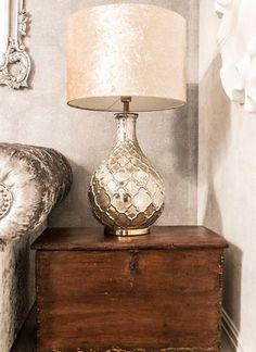 En unik og trendy nettbutikk som setter pris på vakre og unike ting Table Lamp, Lighting, Chic, Home Decor, Shabby Chic, Lamp Table, Elegant, Light Fixtures, Classy