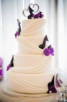A musical wedding themed cake