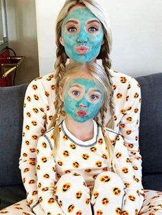 mom and daughter bonding time! Cute Family, Baby Family, Family Goals, Family Kids, Mother Daughter Pictures, Mother Daughter Fashion, Future Mom, Future Daughter, Cute Kids