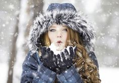 The Cold, Crisp Air Of Winter Can Be Invigorating, Unfortunately It Can Wreak Havoc On Your Skin. Check Out These 6 Winter Skin Care Tips Cold Weather Dresses, Hiking Jacket, Winter Travel Outfit, Travel Outfits, Outfit Winter, Warm Winter Hats, Winter Images, Winter Hiking, Quites