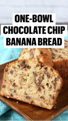 Loaf Recipes, Banana Bread Recipes, Real Food Recipes, Snack Recipes, Cooking Recipes, Snacks, Banana Bread Ingredients, Moist Banana Bread, Chocolate Chip Banana Bread