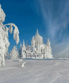 Frozen Castle in Belogorskiy monastery, Perm, Russia Photo by Vladimir Chuprikov Russia Winter, Frozen Castle, Elsa Castle, Beautiful Places, Beautiful Pictures, Beautiful Hotels, Amazing Places, Ice Castles, Nature Images