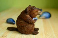 Needle felted beaver with mussel by Krupennikova Oxana. Войлочная игрушка Бобр с устрицей, Крупенникова Оксана.