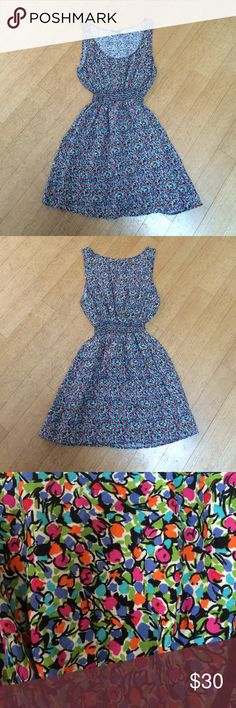 Urban Renewal floral dress Size medium that fits like an XS. Cinched waist. Round neck. Super cute for summer/the beach. Made from vintage fabrics. In excellent condition. Feel free to ask me any questions😊 Urban Renewal Dresses Mini