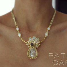 PG Collar con perlas y cristales #pg #joyeriaartesanal #handmadejewerly #hechoamano #chapadeoro #necklace #accesorios #jewelry #fashion #love #arte #losmochis