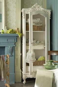 Love the cabinet. A great idea for all those old china cabinets floating around out there. Make sure you check to see if it's an antique BEFORE you modify it!!!