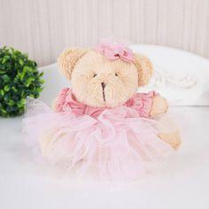 A Ursa Mini com Tutu Linda Flor é uma delicadeza a mais para o quarto de menina. Ela foi escolhida pela atriz Juliana Alves para compor o quarto de bebê da Yolanda!