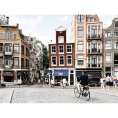 Don't even try fixing the perspective in your photos when you're in Amsterdam. All these charming but leaning canal houses make it impossible to get straight lines...