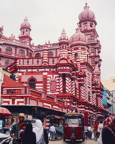 Colourful mosque (Colombo, Sri Lanka) by Mairin (@aglobetrot) on Instagram