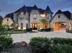 40 Modern Castle Homes Exterior Landscaping Future House, My House, Grand House, Dream House Exterior, Luxury Homes Exterior, Exterior Houses, Big Houses, Houses In Texas, Texas Homes For Sale