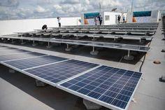 Em 2015, a Agência Nacional de Energia Elétrica (Aneel) estimava que até 2024 poderiam ser instalados até 620 mil painéis voltaicos em telhados residenciais   José Cruz/Agência Brasil