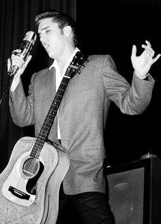 Elvis performing at the Auditorium in St. Paul, Minnesota, May Elvis Presley Pictures, Elvis Sings, Album Sales, Online Music Stores, Psychobilly, Graceland, American Singers, Rockabilly, Rock And Roll