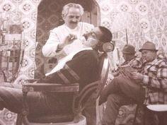 #Barbero. Muchos son los que creen que los antiguos barberos eran únicamente #peluqueros, también se encargaban de arreglar la barba a los hombres.