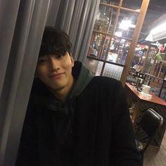 pinterest // abian bochkov Cute Asian Guys, Korean Guys, Korean Couple, Asian Boys, Pretty Asian, Asian Men, Ulzzang Boy, Ulzzang Couple, Cute Boys
