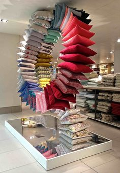 (A través de CASA REINAL) >>>>  VM choice: John Lewis loop the loop cushions - Retail Design World
