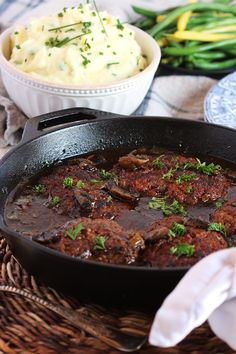 Seriously the BEST Salisbury Steak Recipe of all time. This easy one-pot Salisbury Steak with Mushroom Gravy is quick, simple and loaded with rich flavor. Best Salisbury Steak Recipe, Salisbury Steak Recipe Pioneer Woman, Le Diner, Beef Dishes, Ground Beef Recipes, Food Videos, Cooking Recipes, Saulsberry Steak Recipes, Hamburger Steak Recipes