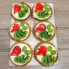 #fruitcake #fruitdesserts #vanillacream #yolkcream #desserts #dessertideas #strawberry #buttercrust #homemadecrust Butter Crust, Vanilla Cream, I Foods, Avocado Toast, Tart, Strawberry, Homemade, Breakfast, Desserts