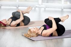 10 Easy Yoga Poses To Reduce Belly Fat: combined with other exercise and a diet to boost your body's metabolism and eliminate stubborn belly fat. Sciatica Exercises, Sciatica Pain, Chronic Sciatica, Yoga Beginners, Beginner Yoga, Stubborn Belly Fat, Reduce Belly Fat, Yoga Poses For Constipation, Bland Diet