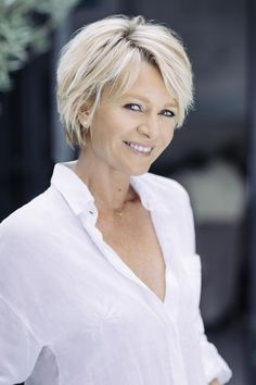 21 Platinum hair looks super hot Sophie Davant Expert Advice Fnac advice The post 21 platinum hair looks super hot appeared first on Hairstyles Bob. Short Hairstyles Fine, Older Women Hairstyles, Simple Hairstyles, Club Hairstyles, Haircuts, Short Hair With Layers, Short Hair Cuts, Short Hair Older Women, Layered Hair